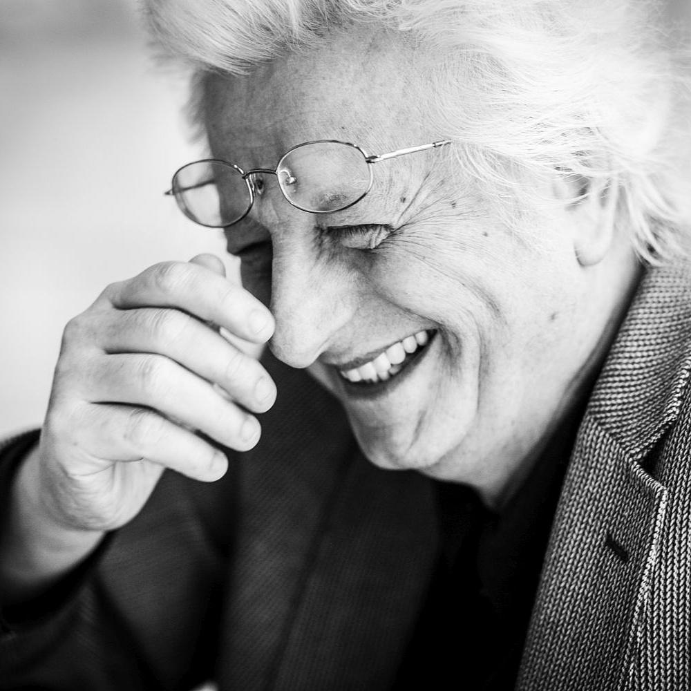 """""""Intertextualitásért nem megyünk a szomszédba"""" – 70 éves lenne Esterházy Péter"""
